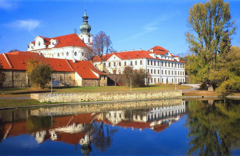 01736800 Nejstarší mužský klášter najdete v Praze Břevnově