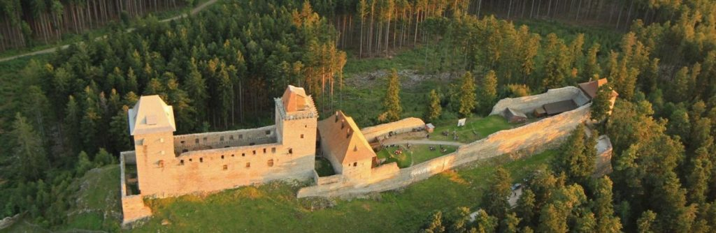 croped slider 9 c1584xc517 1024x334 Královský hrad Kašperk